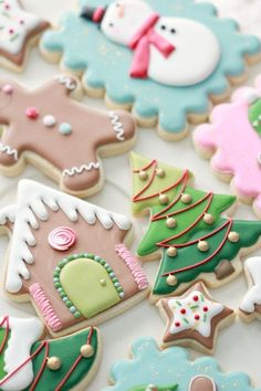 Royal Icing Cookie Decorating Tips Royal Icing Decorated Cookie Tips and Christmas Cookies Sweetopia Cute Christmas Cookies, Iced Cookies, Christmas Sweets, Christmas Cooking, Sugar Cookies Recipe, Holiday Cookies, Cookies Et Biscuits, Christmas Time, Reindeer Cookies