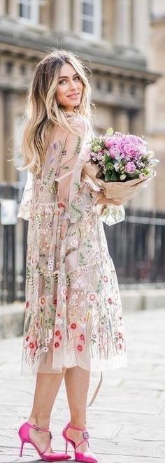 Boho stylish for a boho wedding ceremony. Lydia Elise Millen, Bohemian Schick, Manolo Blahnik Heels, Romantic Outfit, Pink Floral Dress, Spring Outfits, Boho Chic, Fashion Outfits, Women's Fashion