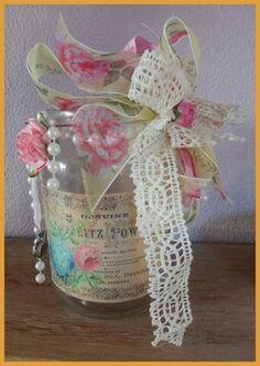 Shabby Decoratieve glazen fles. Hoogte 15 cm. Doorsnede bodem 9 cm en doorsnede opening is 7 cm. Ok Leuk! om bloemetjes in te zetten. € 4,50. Check onze website of het product nog verkrijgbaar is!
