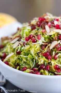 Christmas Salad {with Orange Vinaigrette} - Holiday Recipes Christmas Salad Recipes, Christmas Dishes, Holiday Recipes, Christmas Foods, Christmas Christmas, Ensalada Thai, Healthy Cooking, Cooking Recipes, Orange Salad