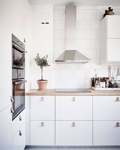 70 Gorgeous White Kitchen Design and Decor Ideas - Page 49 of 65 Kitchen Interior, Kitchen Decor, Kitchen Ideas, Diy Kitchen, Ikea Kitchen Inspiration, Coastal Interior, Eclectic Kitchen, Interior Ideas, Modern Interior
