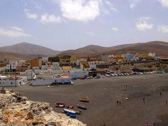 Rybacka wioska #Ajuy na #Fuerteventura słynąca z jaskiń należących do najstarszych na #WyspyKanaryjskie i ...... z niecenzuralnie brzmiącej (w języku polskim) nazwy.