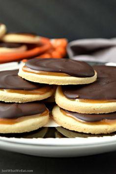 "Coconut Caramel Twix Cookies - Gluten Free & Vegan - - - These gluten free & vegan Coconut Caramel ""Twix"" Cookies taste similar to Twix with a hint of coconut flavor. A delicious twist on the origional ""Twix"" bar! Vegan Dessert Recipes, Keto Desserts, Dairy Free Recipes, Just Desserts, Cookie Recipes, Carmel Desserts, Healthy Recipes, Diet Recipes, Healthy Food"