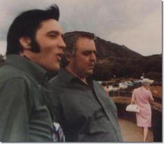 Elvis Presley and Lamar Fike at the carpark / observation lookout high above Hanauma Bay, Hawaii