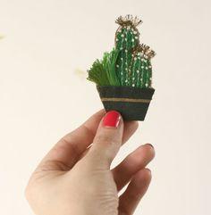 Broche BOTANICA cactus brodé et plante par EnAvril sur Etsy