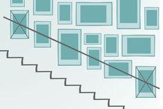 Bilderrahmen im Treppenhaus anordnen Arrange picture frames in the staircase Stairway Pictures, Decorating Stairway Walls, Stair Gallery, Stair Well, Picture Arrangements, Frame Layout, Sconces Living Room, Gallery Wall Layout, Hanging Pictures