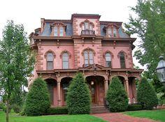 . Victorian Architecture, Architecture Old, Amazing Architecture, Pink Houses, Old Houses, Vintage Houses, Beautiful Buildings, Beautiful Homes, Beautiful Places