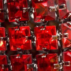 Absolutly New! Vermelho intenso... brilho idem!  http://blogbr.preciosa.com/tendencias