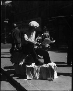 Newspaper vendor, ca.1930s, by Irving Browning. Browning Photograph Collection, PR 009. Gift of Irving Browning in the name of Irving and the late Sam Browning, July 29, 1959.  New-York Historical Society, 65283.