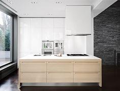 Gallery of Bayside House / Grzywinski+Pons - 14 Kitchen Benches, Kitchen Dinning, Wooden Kitchen, Kitchen Decor, Kitchen Design, Kitchen Island, Kitchen Fan, Kitchen White, Beautiful Kitchens