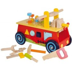 Tento roztomilý vozík z bukového dreva budú deti, najmä chlapci a malí kutilovia milovať. Drevená hračka umožní nielen rýchlu jazdu, ale tiež hranie so skvelými zasúvacími prvkami - triedenie tvarov.