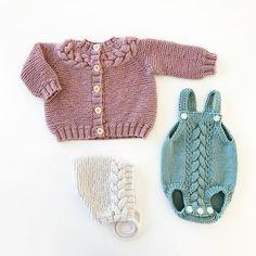Og dette er bare noen av plaggene fra Kransserien til @hoppestrikk.no #hoppestrikk#kransjakke#kranspixie#kransromper#hoppestrikk#knittinginspiration#knitspiration#knitinspire#instaknitters#strikktilbarn#babystrikk#guttestrikk#barnestrikk#babyknits#knitforboys#neatknitting#ministil#kids_knitting_inspiration#knitinspo123#norwegianmade#norwegianmadeknitting #knitting_inspiration#knitting#instaknit#knitstagram#knittersofinstagram#i_loveknitting#knittinglove#knitting_is_love#strikking