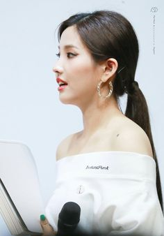 190406 - Geeting Day || SOYEON  #G_I_DLE I Am A Queen, Cube Entertainment, Soyeon, Extended Play, Mini Albums, Kpop Girls, Girl Group, Drop Earrings, Queens