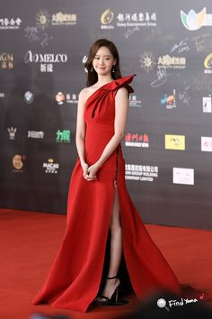 Yoona Snsd, Popular Girl, International Film Festival, Girls Generation, Kpop Girls, Korean Fashion, Cute Girls, Fashion Dresses, Bridesmaid Dresses