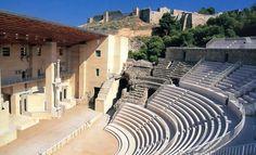 Ven a descubrir una ciudad milenaria.  ¿Quieres conocer al detalle una ciudad milenaria?  Sagunto fue en su día la ciudad más importante de la costa valenciana, por encima de la misma ciudad de Valencia. Más antigua y mejor dotada de servicios (teatro, circo), en época romana era una referencia en la península.