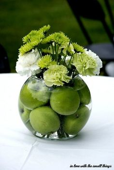 DIY green apple centerpiece / http://www.himisspuff.com/apples-fall-wedding-ideas/5/