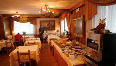 Frukost i restaurangen Hotel bonapace STS Alpresor