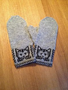Knitting Patterns Mittens Ravelry: Annika& Mittens with kittens Knitted Mittens Pattern, Knit Mittens, Knitted Gloves, Knitting Socks, Hand Knitting, Loom Knitting, Knitting For Kids, Knitting Projects, Knitting Tutorials