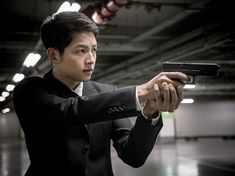 """Descendants of the Sun"" Episode 13 Stills: Song Joong Ki & Jin Goo Are Gun-Totin' Men in Black 