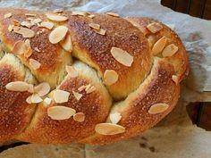No Knead Finnish Cardamom Bread (Pulla) Bread Bun, Bread Rolls, Algarve, Breakfast Bake, Breakfast Recipes, Pulla Recipe, My Recipes, Favorite Recipes, Muffin Recipes