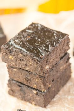 Healthy 3 Ingredient Flourless Brownies (Paleo, Vegan, Gluten Free)- Dense, fudgy and a rich dark taste while being so healthy- A quick and easy recipe!