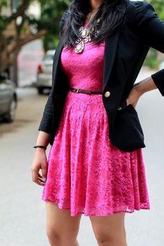 Vestido rosa palo con saco negro