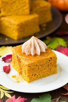Let's just start out by stating the facts, this istheultimate fall cornbread! I've long had my favorite cornbread and I never thought I'd ever try one I