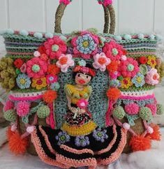 De voorkant van een nieuwe tas, en............. #happyweekend #crochetbag #instacrochet #adindasworld #fridakahlo
