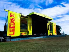 Hello Leeds! Today's @OfficialRandL. #BABYMETAL show starts 12PM at #LeedsFestival main stage! #ReadingFestival