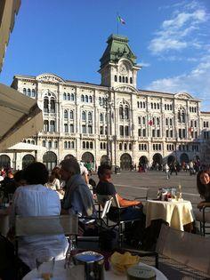 Il palazzo del Municipio in piazza dell'Unita a Trieste