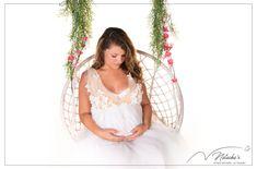 Shooting photos sur une balançoire pour des photos douces et originales ! #pregnant #boheme #paris Girls Dresses, Flower Girl Dresses, Future Maman, Shooting Photo, Paris, Studio, Wedding Dresses, Flowers, Fashion