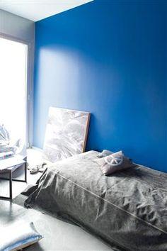 Un bleu intense pour la chambre de votre garçon, teinte Bleu Charron, nuancier TOTEM.