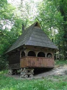 "Cămară cu târnaţ; Făgetul de Sus, com. Poiana Vadului, jud. Alba; Complexul Naţional Muzeal ""ASTRA"" - Sibi Romania People, Transylvania Romania, Bucharest Romania, Dream Properties, Unusual Homes, Design Case, Treehouse, Traditional House, Interior And Exterior"