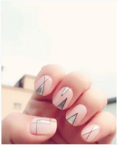 Simple triangle nude nails