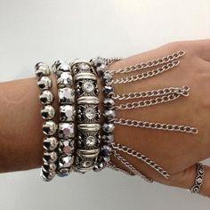 KIT COM 4 PULSEIRAS - Kit com quatro pulseiras estilo boho com elástico. Modelos variados. Bijoux by Parise Joias. Só R$ 50,00!!!
