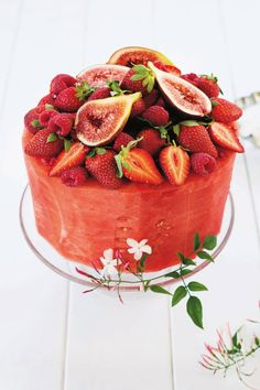 Vegan brides looking for a cake to suit them should stop here. This fruity cake, made of watermelon and filled with dairy-free coconut cream is so refreshing and makes a great alternative to a trad style. Watermelon cake by Lyndel Miller Cake Made Of Fruit, Fresh Fruit Cake, Fruit Presentation, Fruits Decoration, Deco Fruit, Fruit Birthday Cake, Party Food Platters, Watermelon Cake, Snacks Für Party