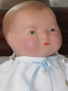 Antique Bebé or Baby named Baby-Lo. It has the body of clothes and head of bisque (porcelain). At the nape of the neck is branded Copy Grace Putman Made Germany.