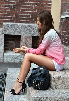 I love her style... dipdye http://mariannan.indiedays.com/2012/07/19/dip-dye-ripped/#