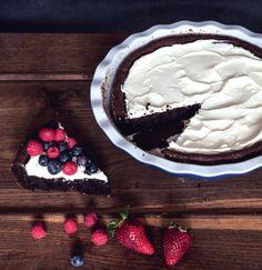 Čokoládová torta s mascarpone a ovocím Acai Bowl, Breakfast, Food, Mascarpone, Acai Berry Bowl, Morning Coffee, Meals, Morning Breakfast