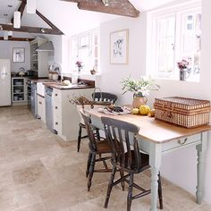 Traditional kitchen with flagstone flooring | Kitchen flooring ideas | Kitchen | PHOTO GALLERY | Country Homes and Interiors | Housetohome.co.uk