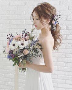 花嫁ヘアは【ポニーテール】で決まり!おしゃれなアレンジ15選 Wedding Bouquets, Wedding Flowers, Wedding Dresses, Wedding Looks, Dream Wedding, Anemone Bouquet, Hair Arrange, Floral Hair, Bride Hairstyles