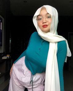 Beautiful Arab Women, Beautiful Hijab, Beautiful Asian Girls, Hijabi Girl, Girl Hijab, Hijab Teen, Indonesian Girls, Hijab Chic, Bellisima