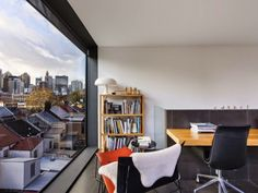 我們看到了。我們是生活@家。: 享受在城市生活的景色!雪梨Surry Hills的整棟公寓,雖然是小型住宅,但反映了當代生活的活力!