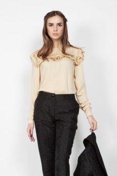 Блузка с воланом карамельного цвета Office Style, Office Fashion, Ruffle Blouse, Tops, Women, Office Attire, Office Looks, Woman