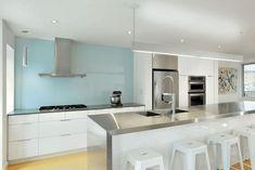 6 Sexy Kitchen Backsplash Trends - Living Good By Design Kitchen Without Backsplash, Kitchen Tiles, Glass Kitchen, Kitchen Redo, Kitchen Island, Waterfall Countertop, Plafond Design, Diy Countertops, Cuisines Design
