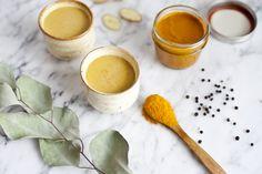 En Inde il existe plusieurs recettes du lait d'or (gold milk) nous avons testé et choisi de vous présenter la suivante: Les ingrédients: 1 cuillère à soupe de Curcuma 1 cuillère à soupe d'Huile de coco 1 pincée de poivre noire 1 tasse de lait (possible du lait végétal comme riz, avoine, amande) 1 tasse