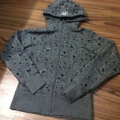 Lululemon jacket No size tags it's size 4 perfect condition very warm hooded jacket lululemon athletica Jackets & Coats