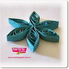 Arbol de Navidad 3D de Papel Artesanal sobre base de madera redonda ~ Mar Arte y Papel