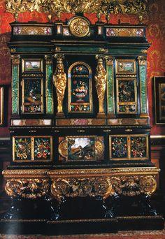 Château d'Alnwick (GB) - Cabinet d'une paire, incrusté de pierres précieuses, oeuvre de Domenico Cucci (Gobelins) pour Versailles - Louis XIV