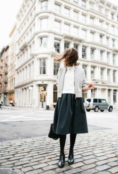 25 Ideas skirt midi minimal chic for 2019 - - Looks Street Style, Looks Style, Fashion Moda, Look Fashion, Street Fashion, Net Fashion, Skirt Fashion, Mode Outfits, Fashion Outfits